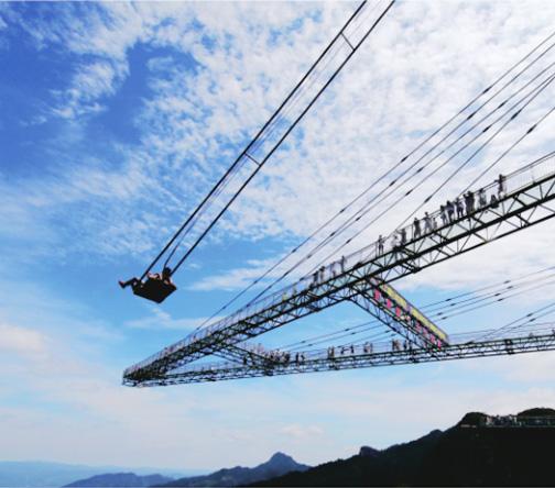 高空玻璃吊桥施工时,玻璃的材质如何进行选择?