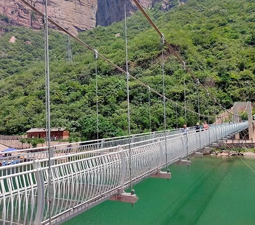 观光玻璃吊桥
