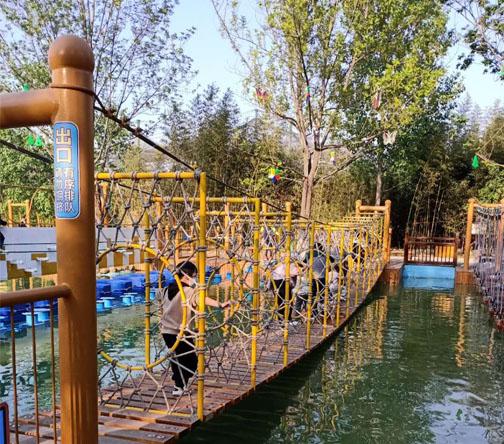 湖北网红水上趣桥