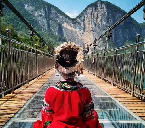 网红景区玻璃吊桥