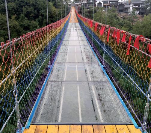 户外玻璃吊桥