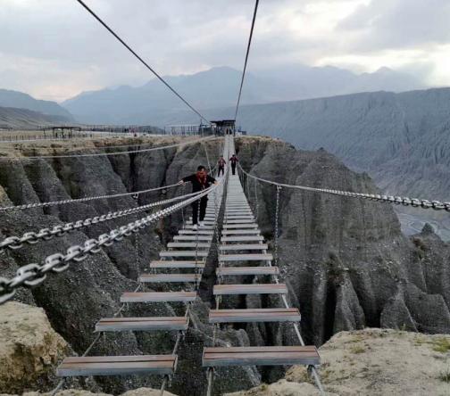 步步惊心悬索桥
