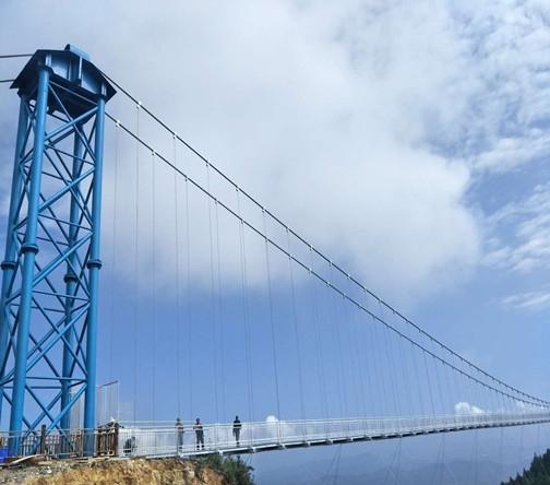 龙里油画大草原玻璃吊桥项目